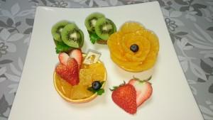 オレンジ・キウイカップ、ハート型イチゴ